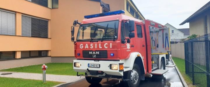 Huda ura nad Domžalami: Voda zalila objekte, gasilci na nogah